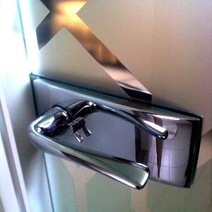 Двери из стекла прекрасно смотрятся в любом интерьере.